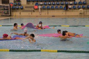 jogos de oeiras crianças a praticar natação