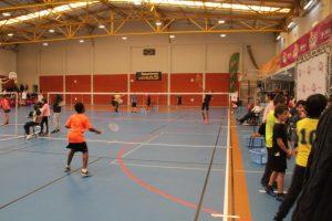 jogos de oeiras crianças a jogar badminton