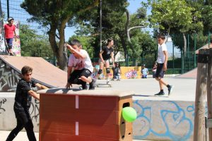 Jogos de Oeiras crianças e adultos a fazer parkour