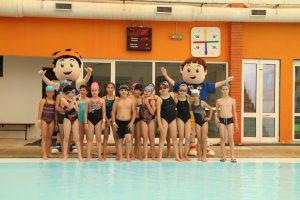 jogos de oeiras crianças praticando natação