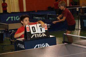 Jogos de Oeiras crianças e adultos a jogar ténis de mesa